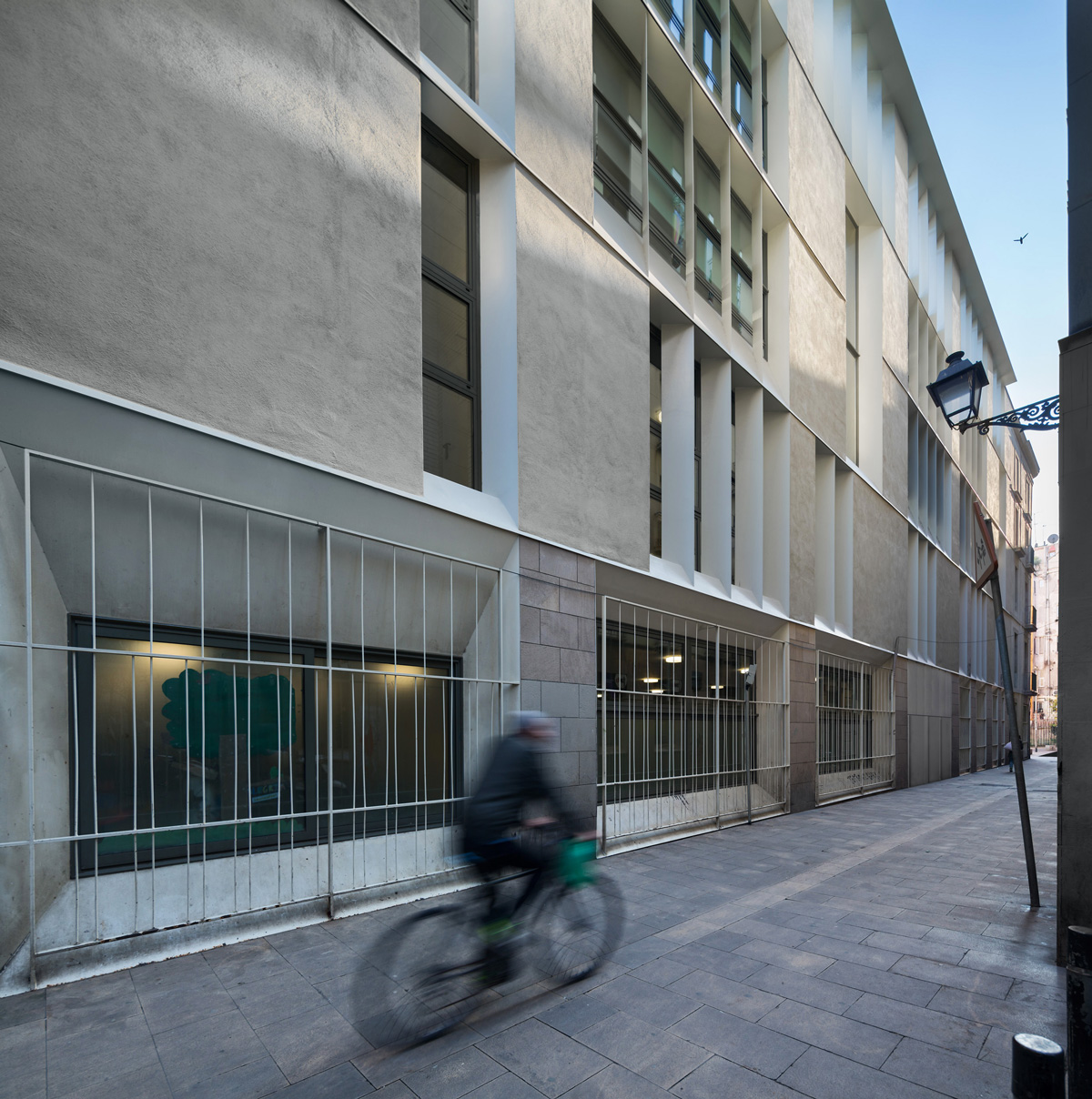 façana lateral escola drassanes barcelona