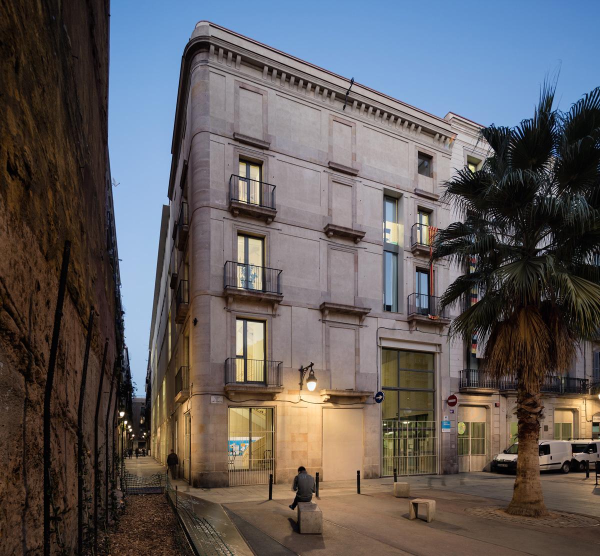 façana principal escola drassanes barcelona
