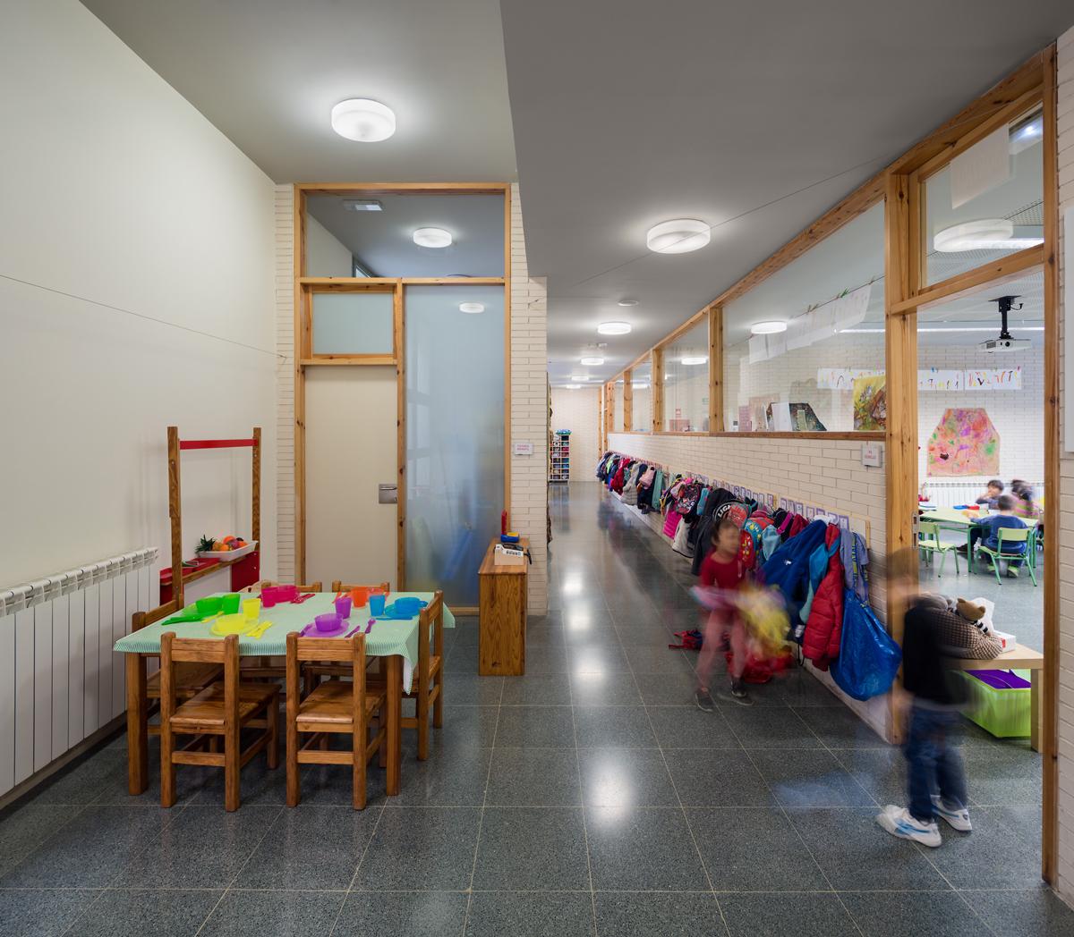 pasillo interior escola drassanes barcelona