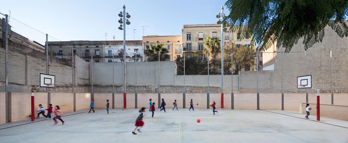 pati exterior escola drassanes barcelona