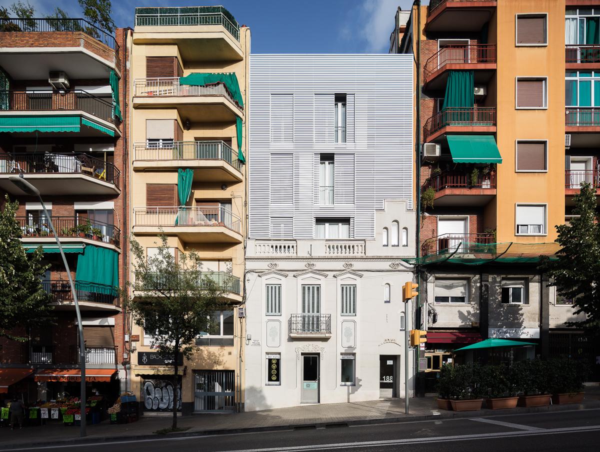 Façana habitatges a Horta Guinardó, carrer Mare de deu de montserrat, barcelona