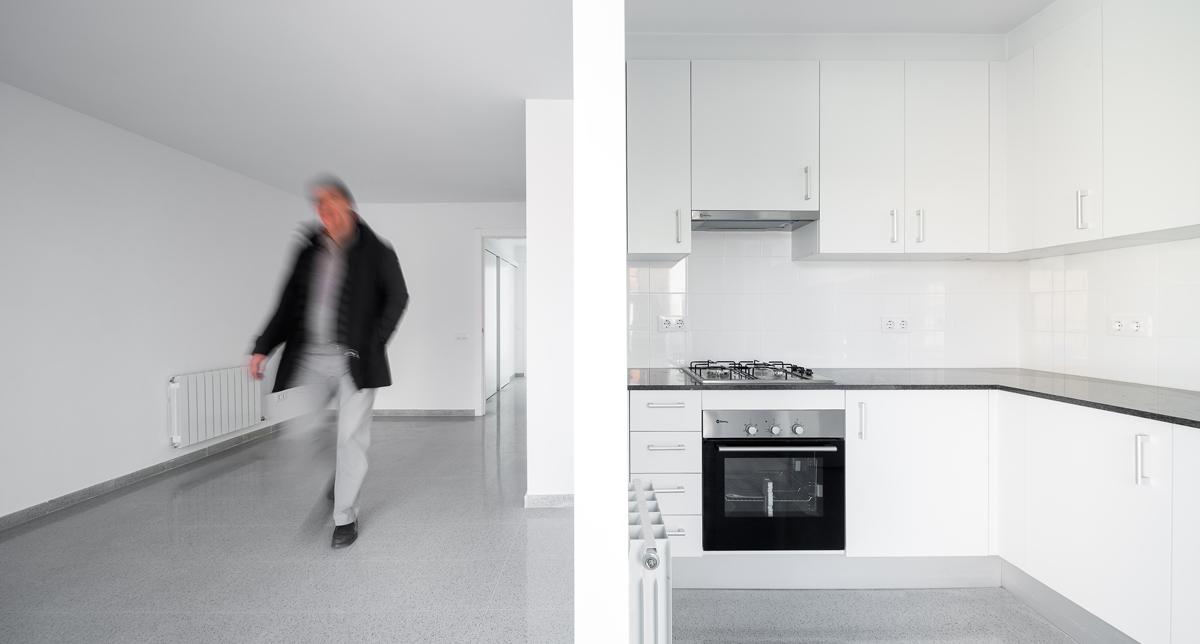 Interior habitatge, cuina i menjador, carrer Josep Masgrau, Cornellà de Llobregat