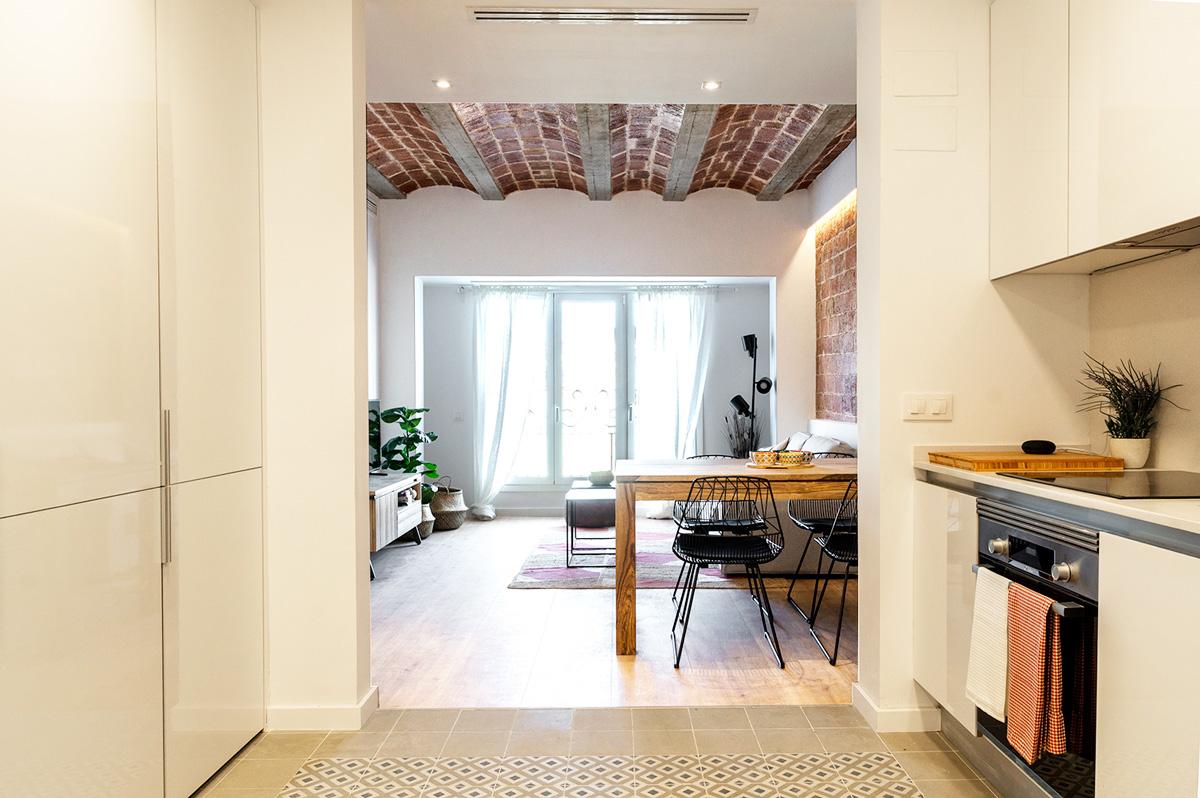 vista cuina i menjador, gran rehabilitació, habitatges Ronda General Mitre, Barcelona