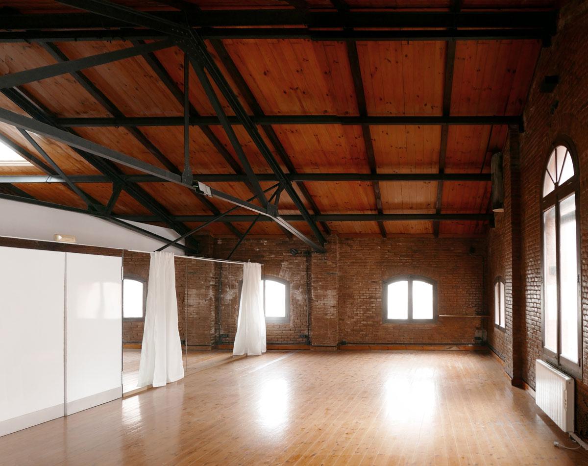bajo cubierta, interior la farinera, carrer aribau, barcelona