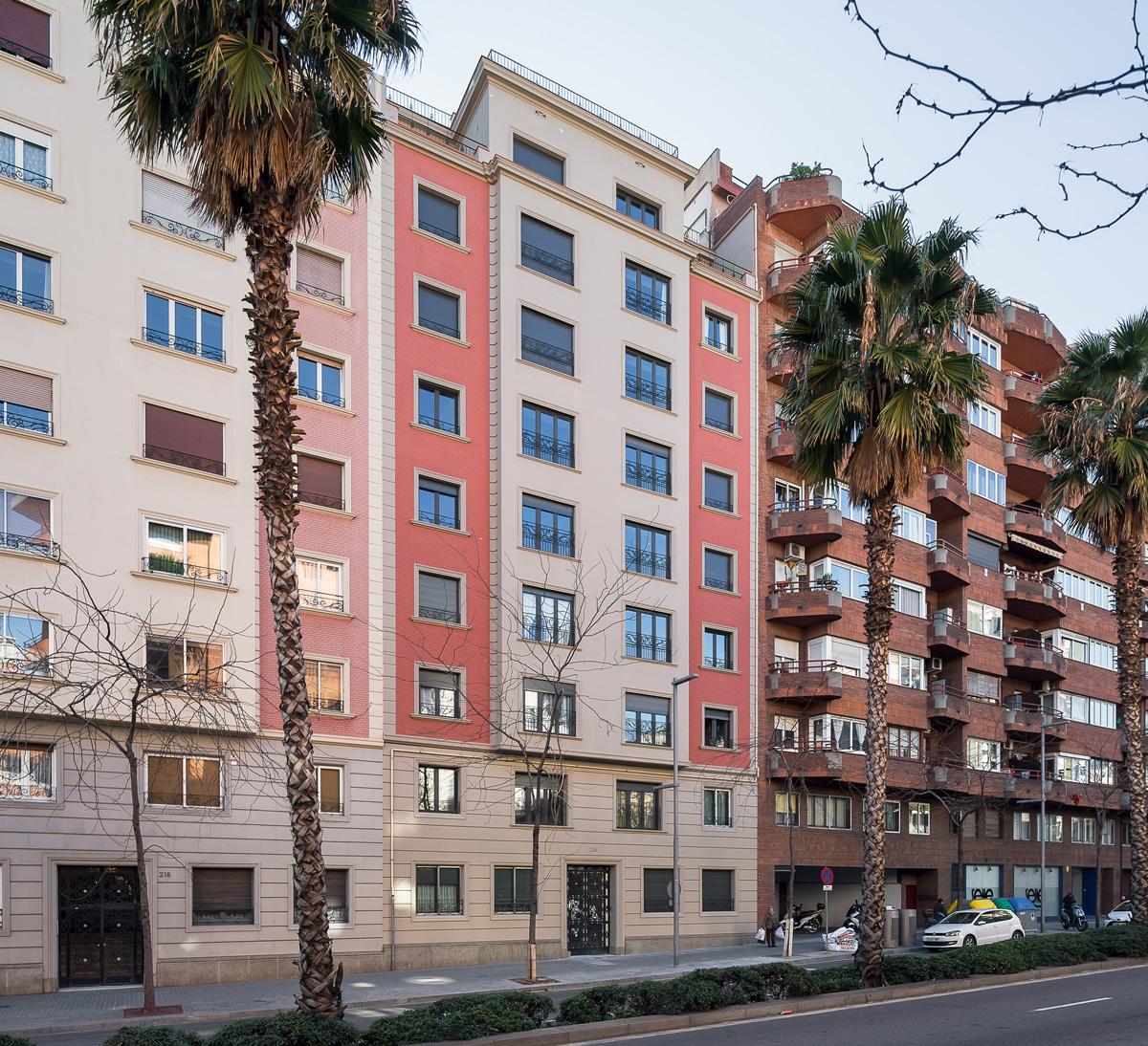 Façana principal edifici plurifamiliar Ronda General Mitre, Barcelona